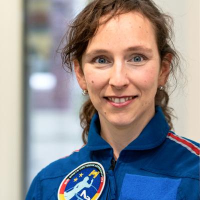 (c) Astronautin